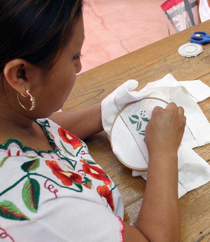 Mujer emprendedora de proyecto productivo